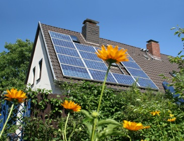 Guest blog: How much CO2 pollution do solar panels save? | UKCFA